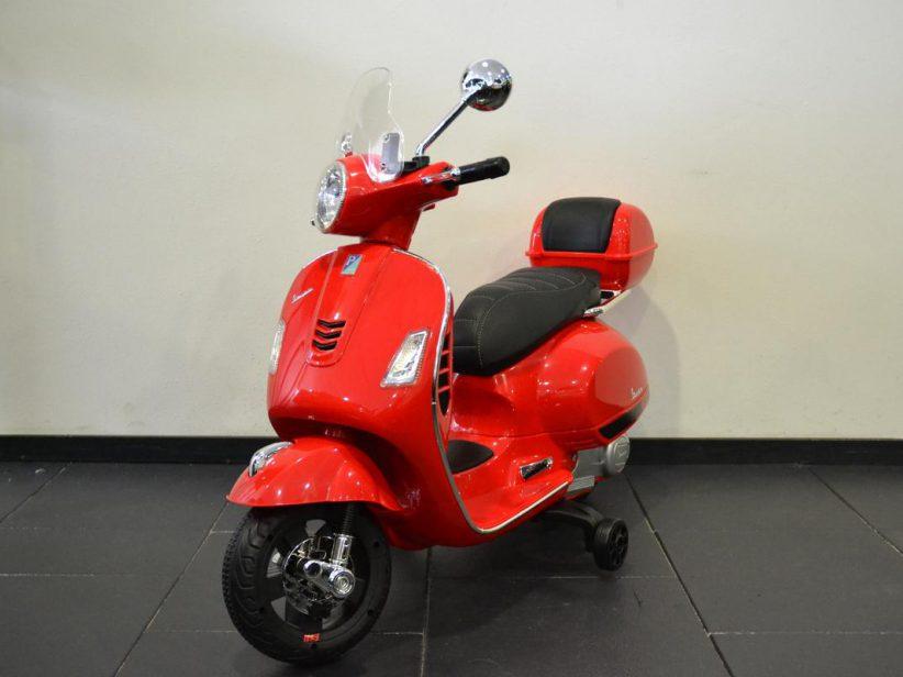 Vespa GTS kinderscooter 12V met windscherm en koffer rood