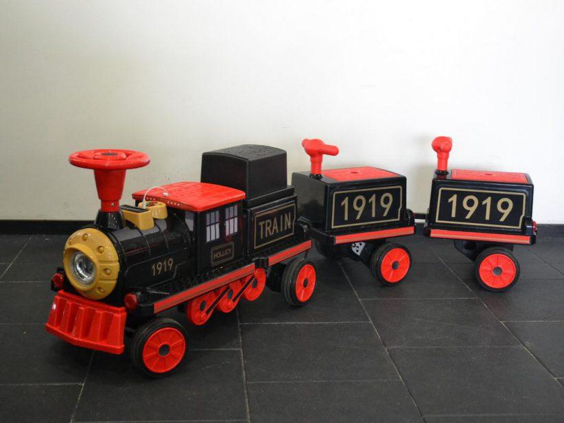 Trein 3 Persoons elektrisch met 2 wagons 12V 2.4G RC Zwart/Rood