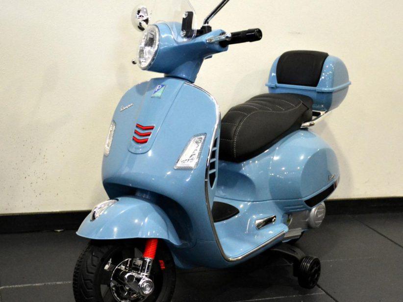 Vespa GTS kinderscooter 12V met windscherm en koffer blauw
