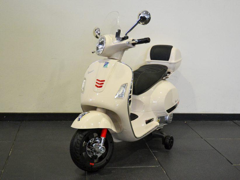 Vespa GTS kinderscooter 12V met windscherm en koffer wit