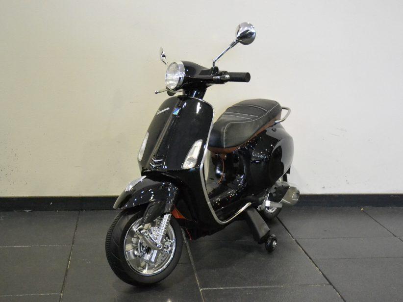 Vespa Primavera elektrische kinderscooter 12V Zwart